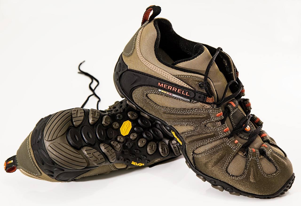 Walking Schuhe Testsieger: Walking Schuhe Testsieger: Mache den Fehler nicht von Anfang an und nehmen Sie gebrauchte Schuhe, die dem Sport nicht gewachsen sind. Nordic Walking Schuhe ähneln sehr stark den Laufschuhen. Aber der Laufkörper ist anders, denn beim Gehen ist mindestens ein Fuss immer auf dem Boden. Das Schuhprofil von Laufschuhen ist nicht an die Belastung angepasst. Der Schaden ist gravierender als der Nutzen durch falsche Belastungen und Schuhe. Selbst Gebraucht-Schuhe erfüllen nicht mehr ihre Funktion. Ein guter Nordic Walking Schuh ist das Nonplusultra und dieser muss einige wesentliche anforderungen erfülllen damit sie diesen lange und zur vollsten zufriedenheit nutzen können. Wichit sind die materialien und die verarbeitungsqualität und natürlich muss der schuh auch zu dir passen.