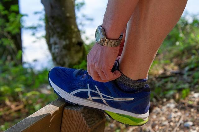 Worken Laufen nordic walking mit stöcken auf gehts ganzjahresport in der natur gesund und munter mit besserer körperhaltung und staerkeren muskeln, besserer Herz-Kreislauf-Leistung und einem gesuenderen Lebenstil ueberhaupt. dies ist möglich fuer jung und alt sowie fuer schlanke und uebergewichtige leute die etwas in ihrem leben veraendern moechten und diese koennen das tun indem sie als anfaenger das worken laufen ausprobieren und schrittweise steigern. das nordic walking kann vielen leuten das leben vollstaendig umkrempeln - man muss es nur lassen und dranbleiben sowohl im sommer wie im winter. einfach nur die kleidung der witterung anpassen und dann geht es auch bei Regen, wind und wetter raus. auch der schnee ist keine bequeme entschuldigung, einfach nur passend anziehen.